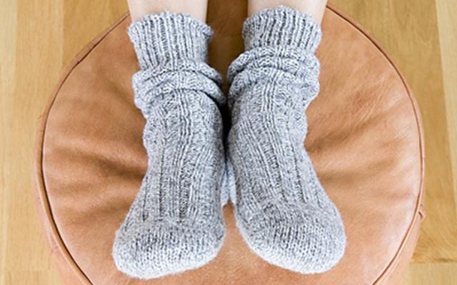Mang vớ là cách hiểu quả nhất để giữ ấm cho đôi chân của bản thân mình.
