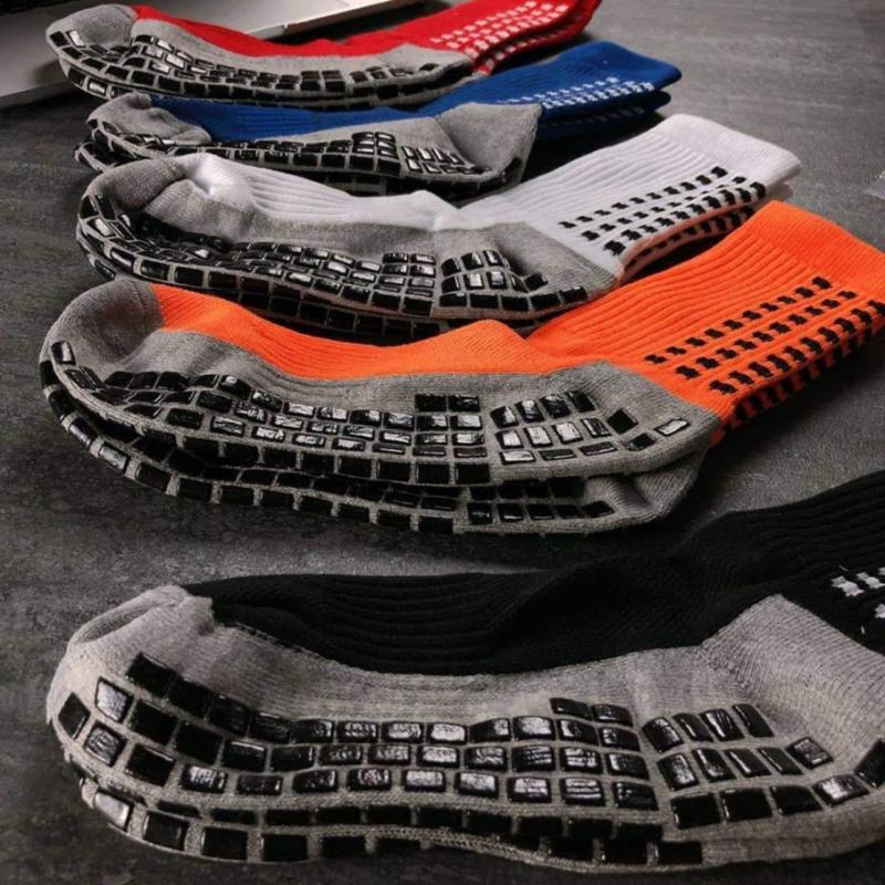 """Tất vớ chống trượt là một loại tất vớ chuyên dụng dành cho """"Đá Banh"""", giúp cho người sử dụng chống phồng chân, đồng thơi tăng độ bám dính trong nhưng pha truy duổi bóng."""